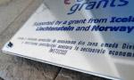 detaliu placa firma eea grants fonduri europene gravata in aluminiu