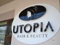litere volumetrice cu fetele din plexiglas colorat in maa negru Utopia
