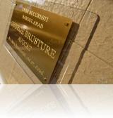 placa firma avocat gravata in alama sau bronz