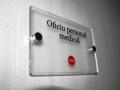 3. placuta_semnalizare_birou_cu distantieri_inox